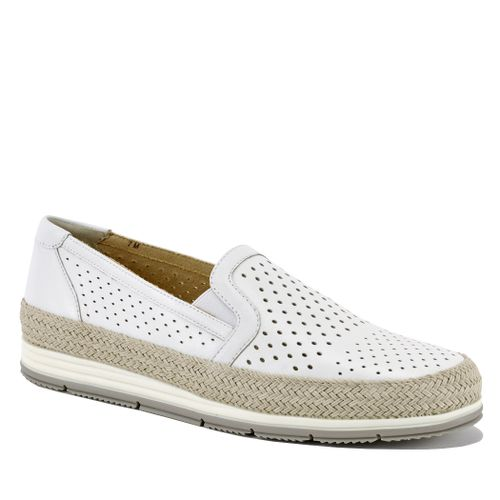 Qabic Perforated Leather Closed Flat