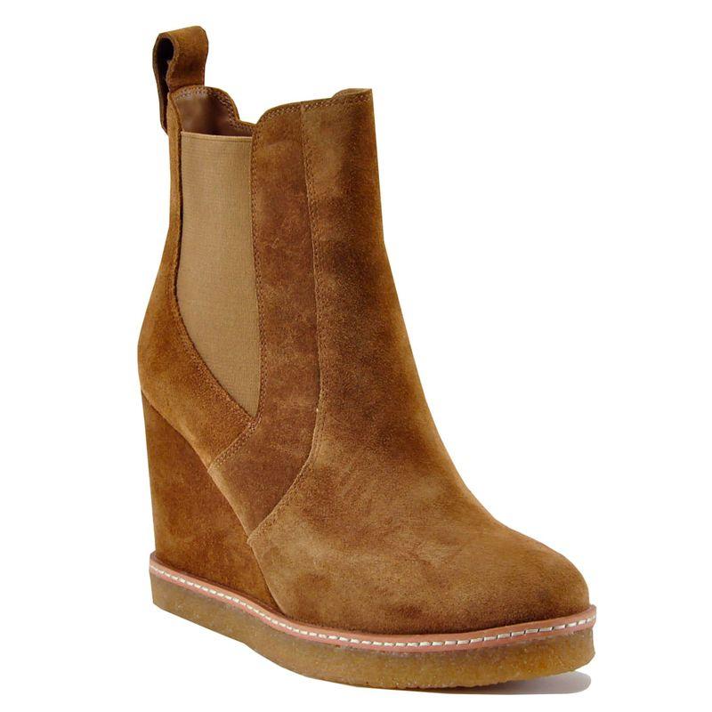 Footnotes-Jordan-Wedge-Camel---1