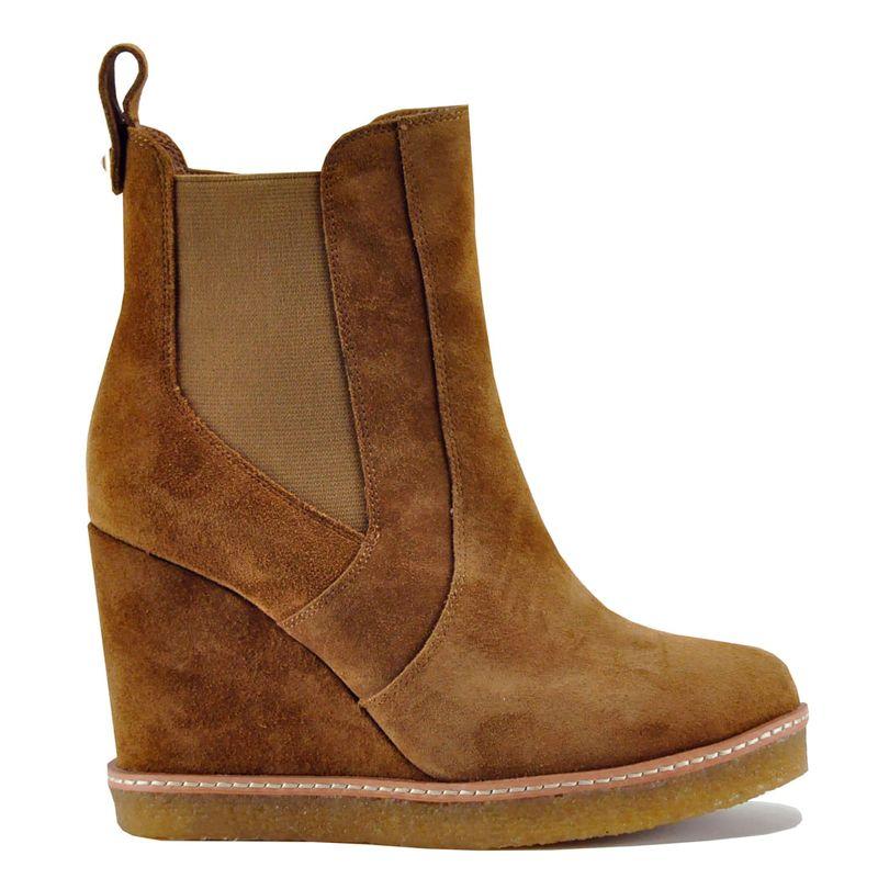 Footnotes-Jordan-Wedge-Camel---2