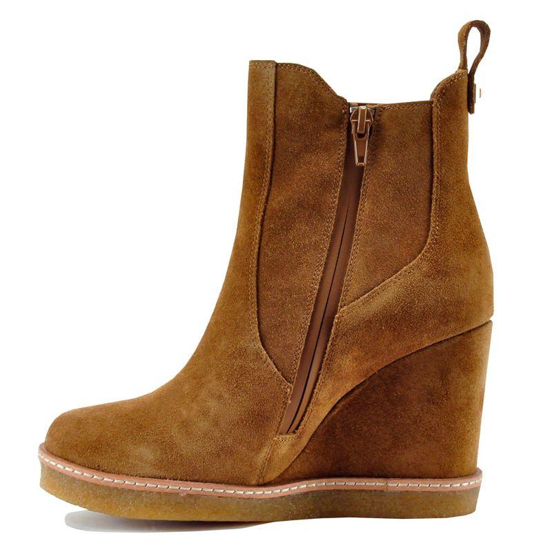 Footnotes-Jordan-Wedge-Camel---4